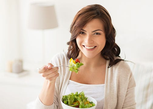 Image - Woman eating salad